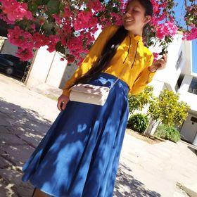 Cómo combinar una blusa de botones amarilla (11 outfits