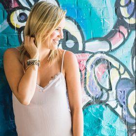 Jen | A Beautiful Inspiration Graphic Tee Designer + Fashion Blogger