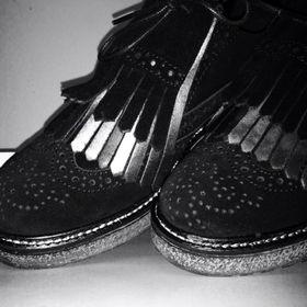 Via Capri Shoes