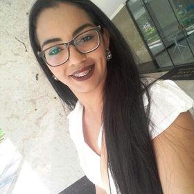 Larissa Valadares de Oliveira