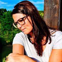 Christin Von Backyard Nails