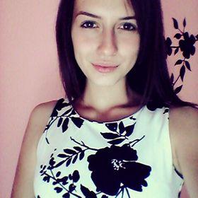 Zsuzsa Virág