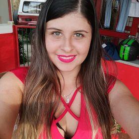 Laura J Vargas