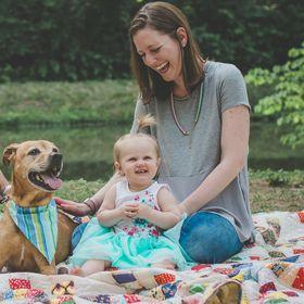 Maggie Marton | Mama, Pet Writer, Dog Blogger, Cat Lady