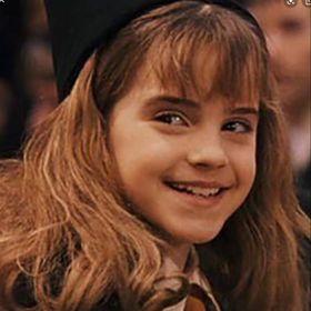 Emma Watson is a QWEEN😩🥰