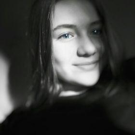 Lola Desvaux