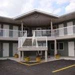 Shoreside Inn & Suites