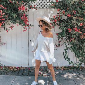 Nicole Neissany Petite Style Travel Lifestyle Blogger