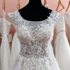 629216386d Júlia Esküvői Ruhaszalon (juliaeskuvoiruhaszalon) on Pinterest