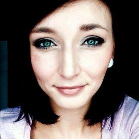 Tereza Maštalířová - Makeup Artist