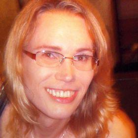 Angelika Kárpáti