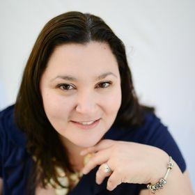 Melissa Llado | Lifestyle Blogger & Social Influencer Coach