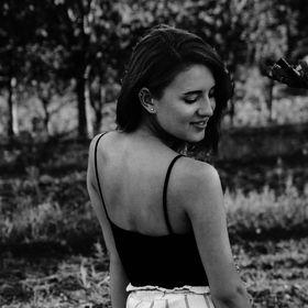 Szalóki Anna