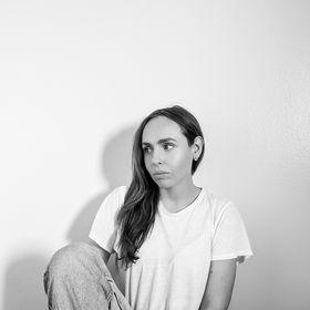 Ellese   Reiki + Sound Bath Meditations