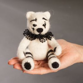Anna Ryasnova needlefelted miniatures