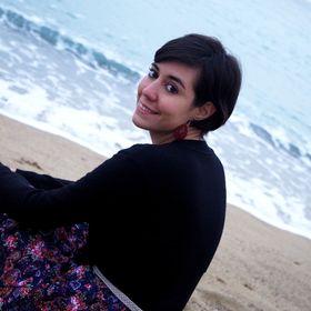 Mary Salas | Travel Blogger