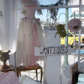Courtyard Antiques Olympia