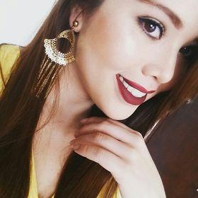Laura Correa V