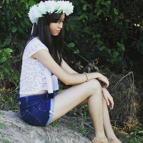 Thassia Camargo