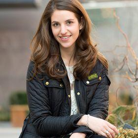 Zoe Share; Schmooz Media