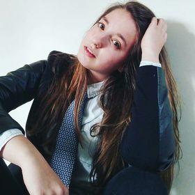 Anna Leo