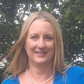 Iola Goulton | Reader. Writer. Editor.