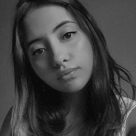 Monique Ribeiro