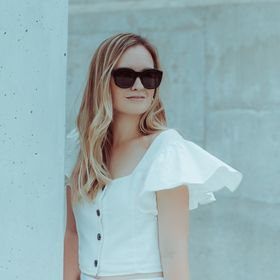Jen Pinkston - The Effortless Chic