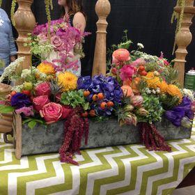 Elegant Bee - Exquisite Floral Design