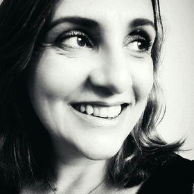 Daniela Santos-Hansen