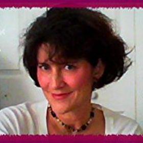 Penelope | Freelance Writer, Author & Blogger