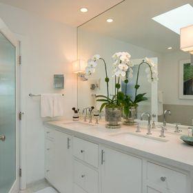 bathroom vanity light above mirror