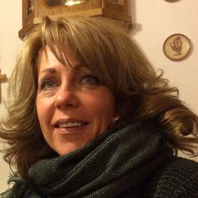 Henriette Van Beek-Schaddelee