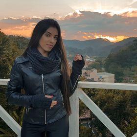 Flávia Soares