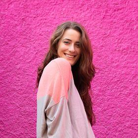 Louise Henry | Tech Expert & Online Business Strategist