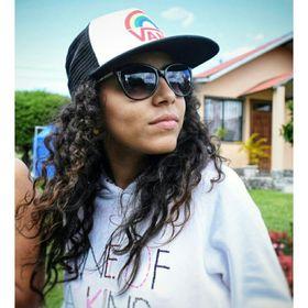 Analida Camarano G.