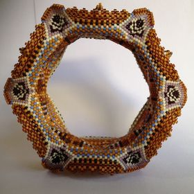 Zia Lola beads it