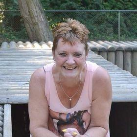 Netty Van Bezouw