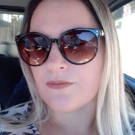 Elenize Oliveira