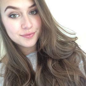 Nicole 🤓