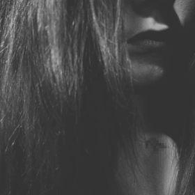 Knauz_ Laura