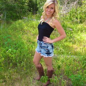 Chelsey Hallblade
