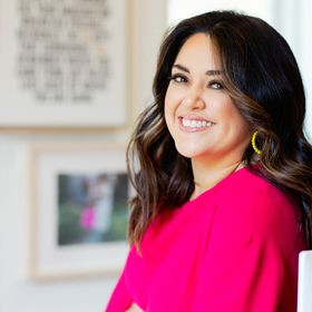 Jennifer Perez Medina | the Socially Connected