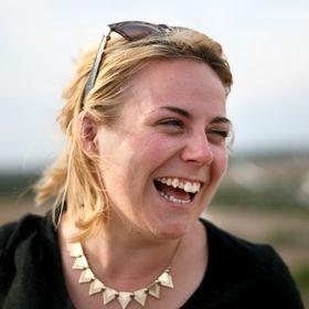 Emily Luxton | Travel Blogger