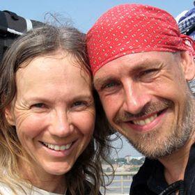 Global Nomad couple