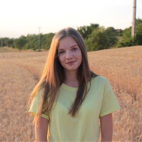 Adrienn Fi