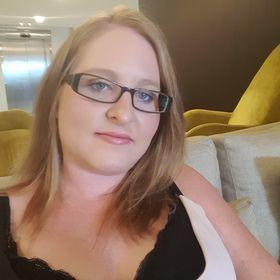 Alicia Russo / Childcare Teacher / Reader / Designer / Book Blogger