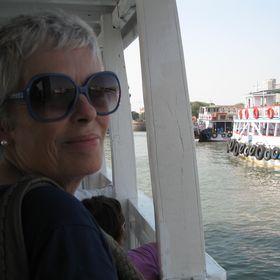 Carolyn Mitsikostas