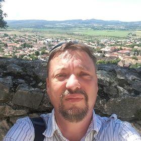 András Kővári