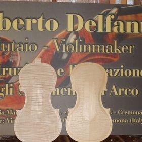 Roberto Delfanti.  Liutaio  Violin maker
